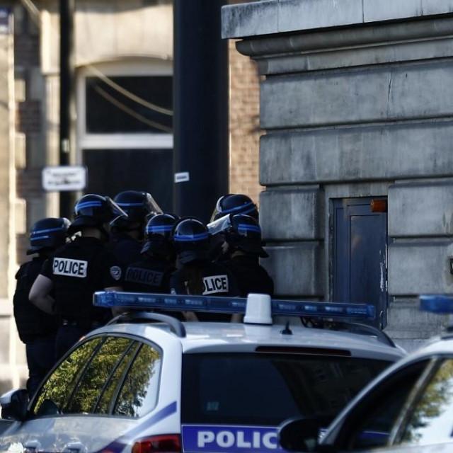 Policija ispred banke u Le Havreu