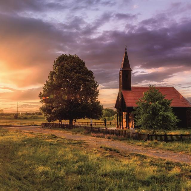 Drvena-kapela-Ranjenog-Isusa--Ple-ko-polje-Velika-Gorica