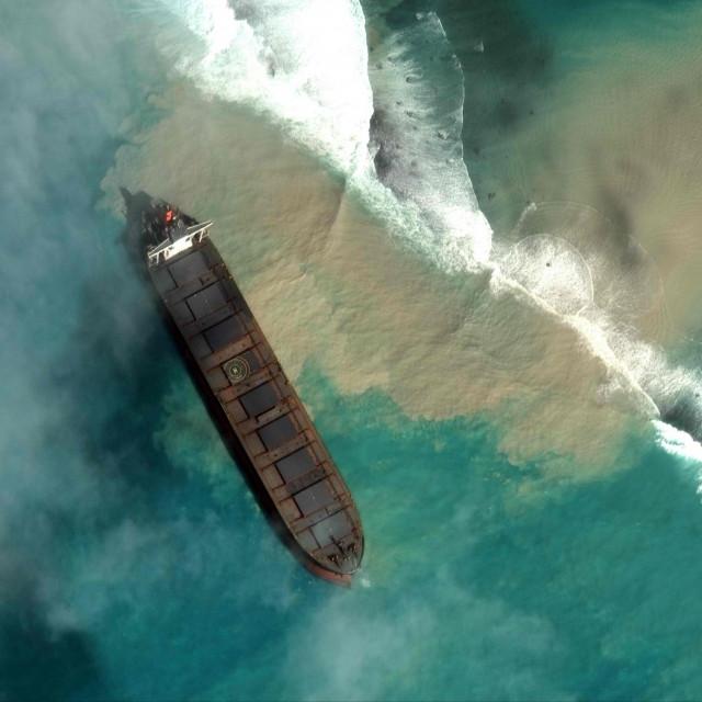 Nasukani brod kodMauricijusa