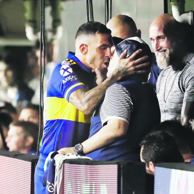 Poljubac Teveza i Maradone u ožujku ove godine