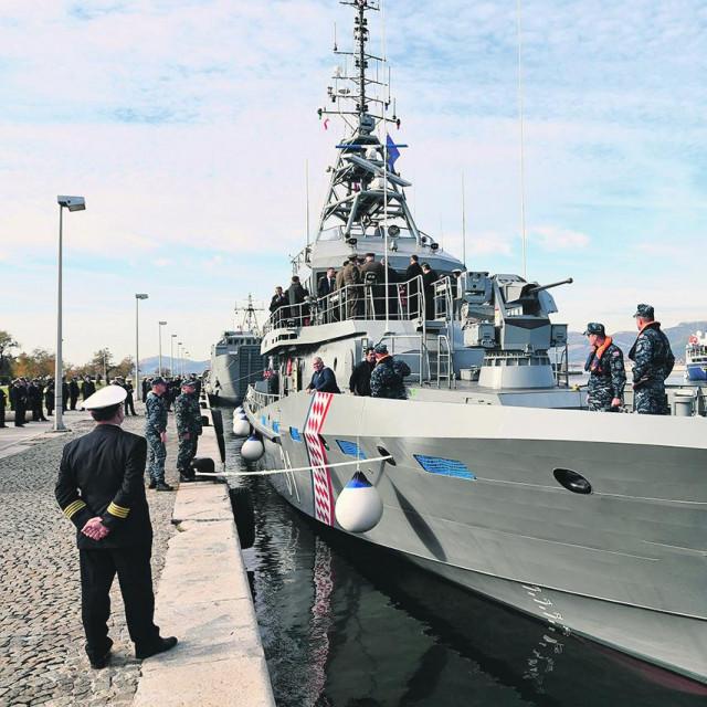 Prvi od pet ophodnih brodova, OOB-31 Omiš (na fotografiji) mornarici je predan 2018. godine