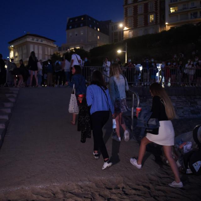 Noćni provod u Biarritzu