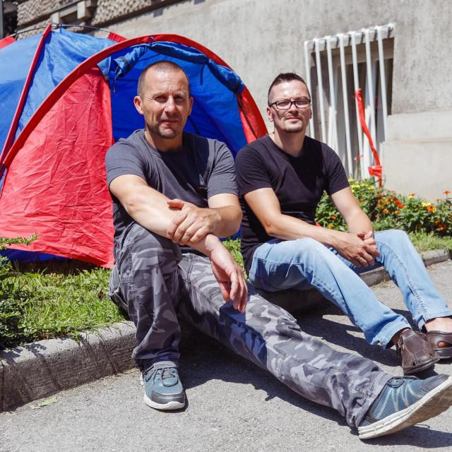 Roberto Mateš i Ivan Pokupecispred dječje bolnice u Klaićevoj ulici u Zagrebu<br />