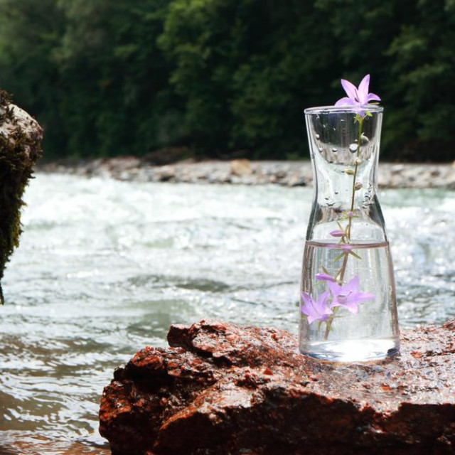 Picture of a glass flask with water