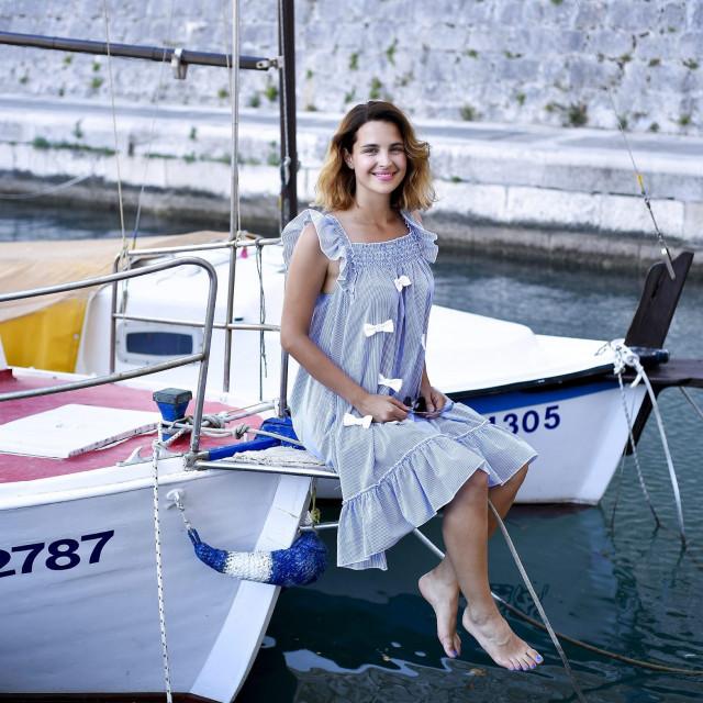 Doris Pinčić Rogoznica na barci svog oca