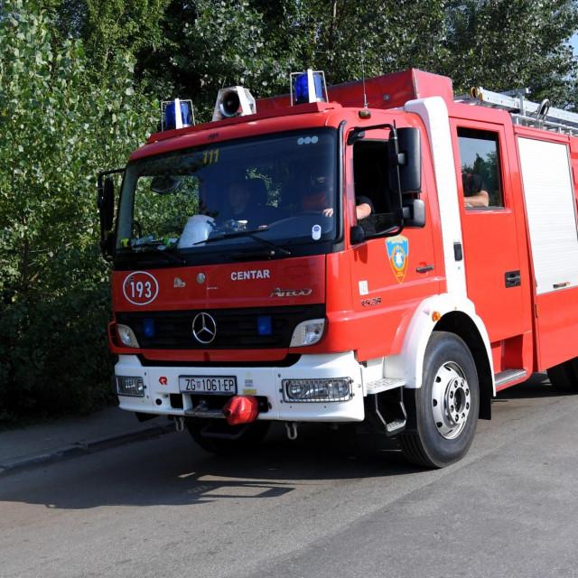 Vatrogasci na požarištu u C.I.O.S.-u