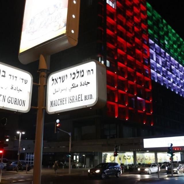 Zastava Ujedinjenih Arapskih Emirata u Tel Avivu