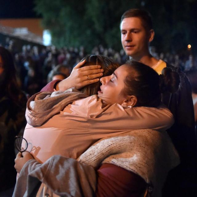 Emotivne scene ispred zatvora