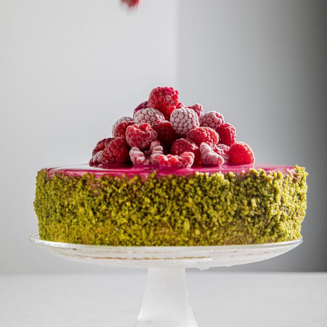 Torta od malina i pistacija