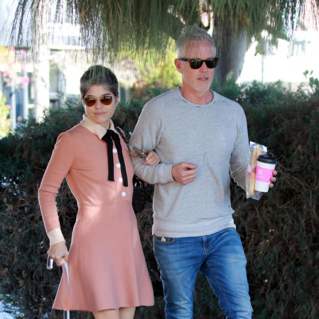 Studio City, CA - Selma Blair and Ron Carlson walk arm in arm and share a kiss as they head out after lunch at Joan's on Third in Studio City.<br /> <br /> BACKGRID USA 20 FEBRUARY 2020,Image: 499920706, License: Rights-managed, Restrictions:, Model Release: no, Credit line: Phamous/BACKGRID/Backgrid USA/Profimedia