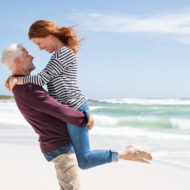 Svaka veza je jedinstvena, tako da i ove veze, baš kao i one u kojima su parovi slične dobi, imaju neke prednosti i nedostatke