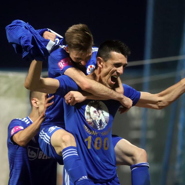 Ivan Krstanović slavi 100. pogodak u HNL-u