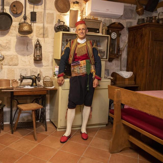 Mato Katičić goste dočekuje u tradicionalnoj nošnji čak i po najvećim vrućinama