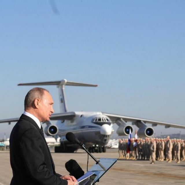 Putin u ruskoj zračnoj bazi Hmejmim