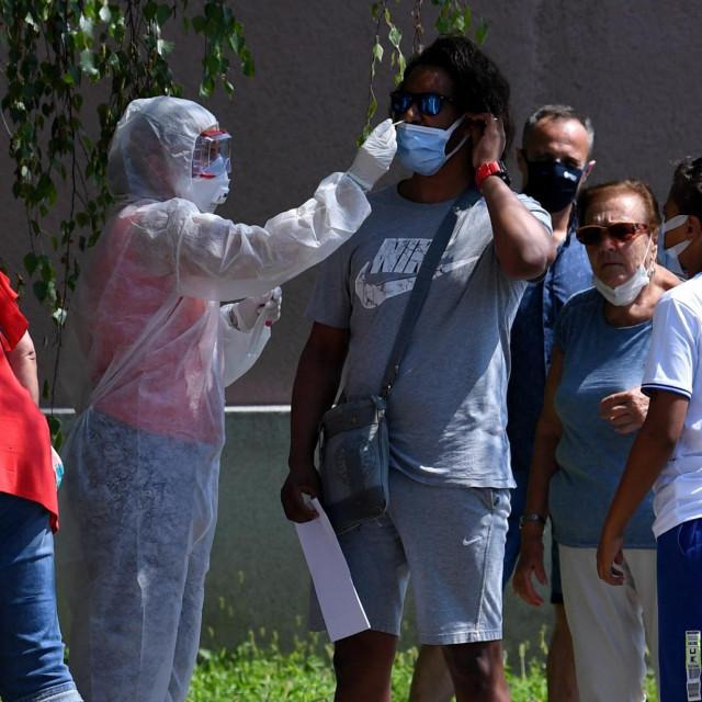 Građani se testiraju na koronavirus u Nastavnom zavodu za javno zdravstvo Dr. Andrija Štampar<br />