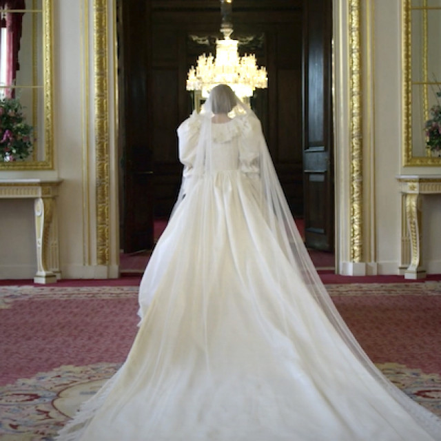 the-crown-season-4-trailer-princess-diana-wedding-dress
