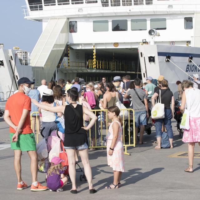 Turisti u splitskoj trajektnoj luci