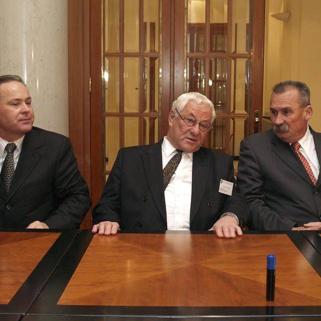 Na slici Marko Veselica (u sredini).