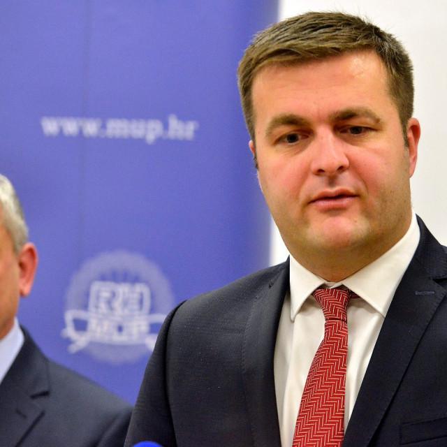 Ministar graditeljstva i prostornog uređenja Predrag Štromar i ministar zaštite okoliša i energetike Tomislav Ćorić