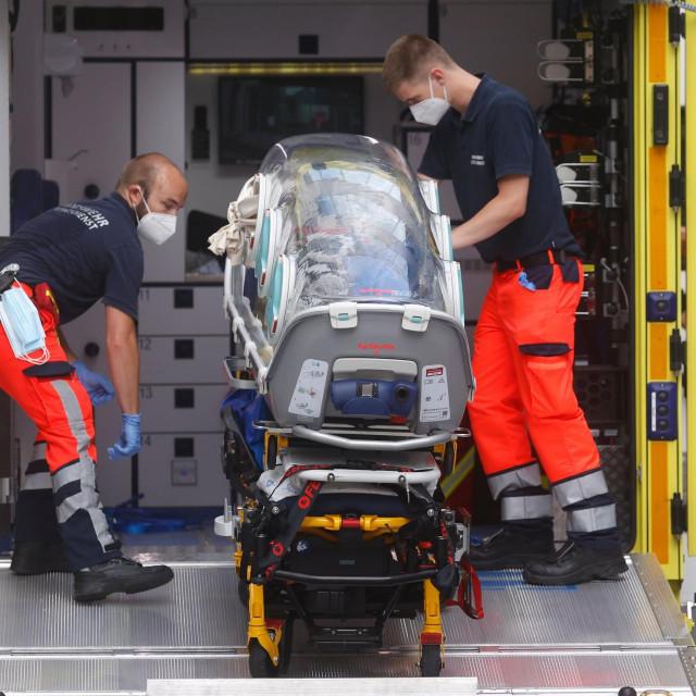 Nosila u kojima je Aleksej Navaljni prebačen u berlinsku bolnicu Charite
