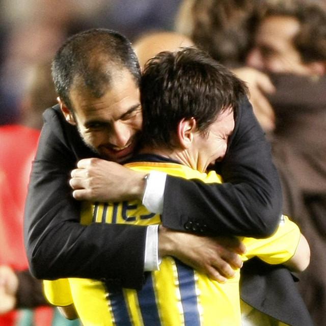 Lionel Messi u zagrljaju Pepa Guardiole