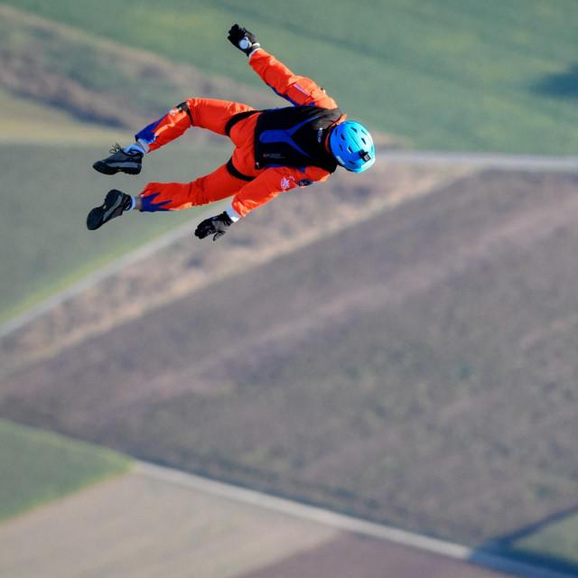 Probni let solarnog zrakoplova i skok s padobranom Raphaela Domjana