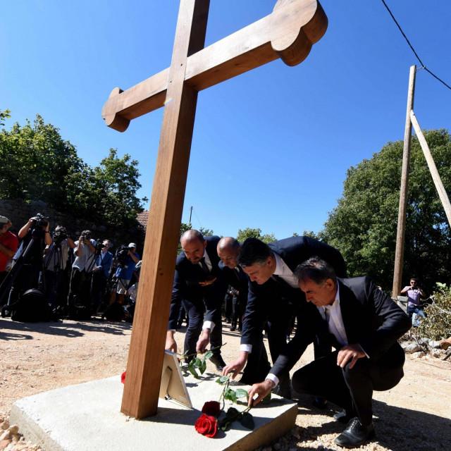Odavanje počasti žrtvama u Gruborima