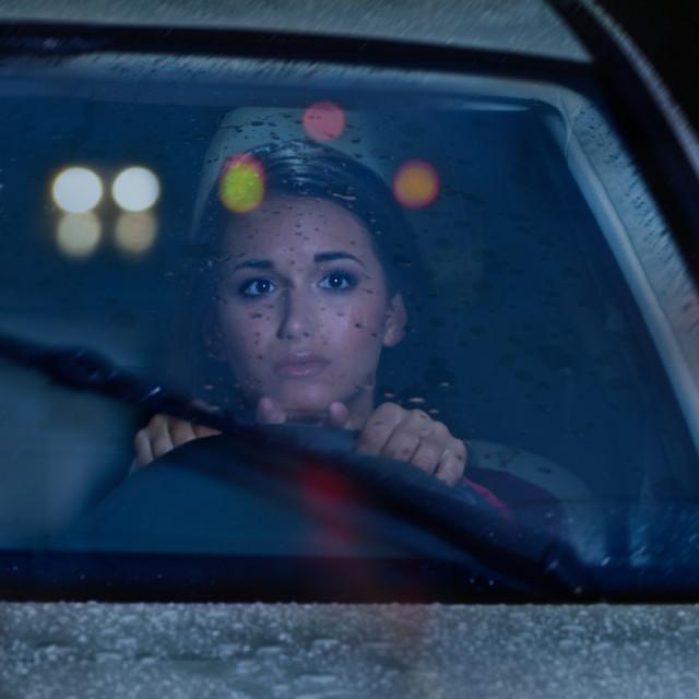 Ne mogu dovoljno izoštriti sliku, noću ne mogu voziti