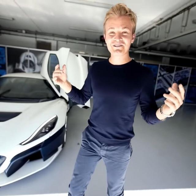 Nico Rosberg ispred modela C_Two