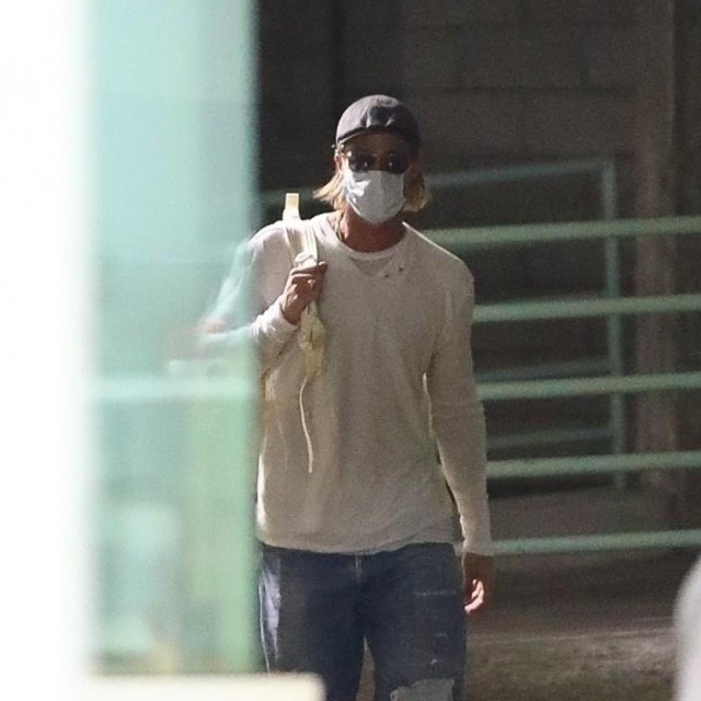 Los Angeles, CA - *EXCLUSIVE* - Brad Pitt keeps it safe wearing a mask as he arrives at a business building in L.A carrying a backpack.<br /> <br /> BACKGRID USA 27 JULY 2020,Image: 547621620, License: Rights-managed, Restrictions:, Model Release: no, Credit line: NEMO/BACKGRID/Backgrid USA/Profimedia