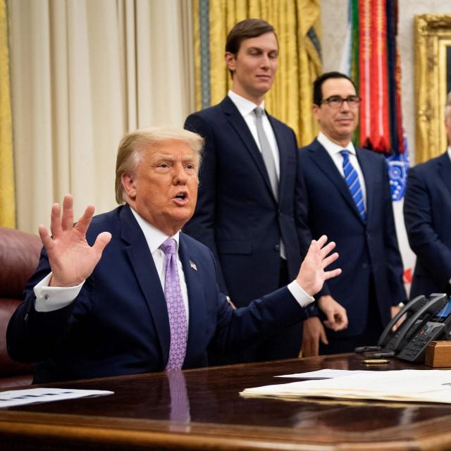 Jared Kushner, Steven Mnuchin, Robert O'Brien i Donald Trump