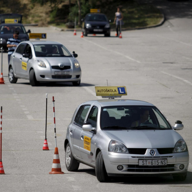 Pojedini vlasnici autoškola spremni su dio vozačkih tečajeva prebaciti na otok, ali uz određene lokalne potpore