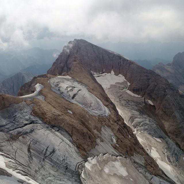 Pogled iz zraka na ledenjak na Marmoladi