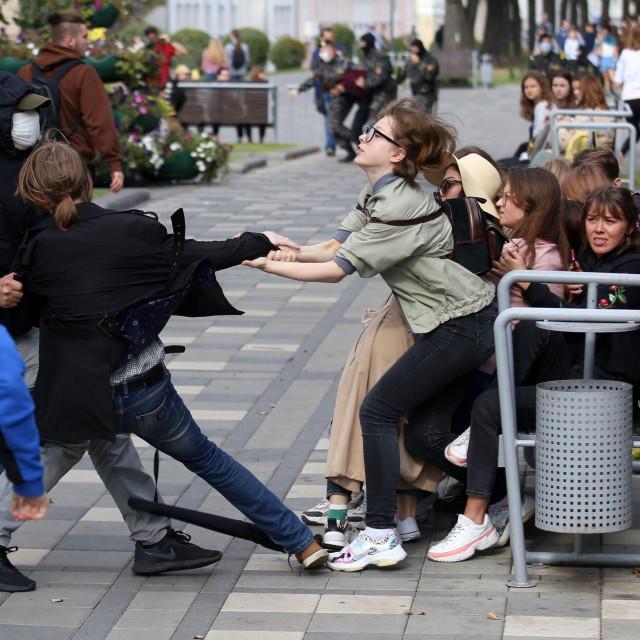 Policija upotrebljava silu protiv studenata u Minsku