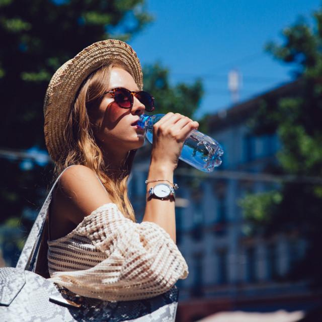Dovoljna količina vode, među ostalim, smanjuje zadržavanje otpadnih tvari i toksina u tijelu