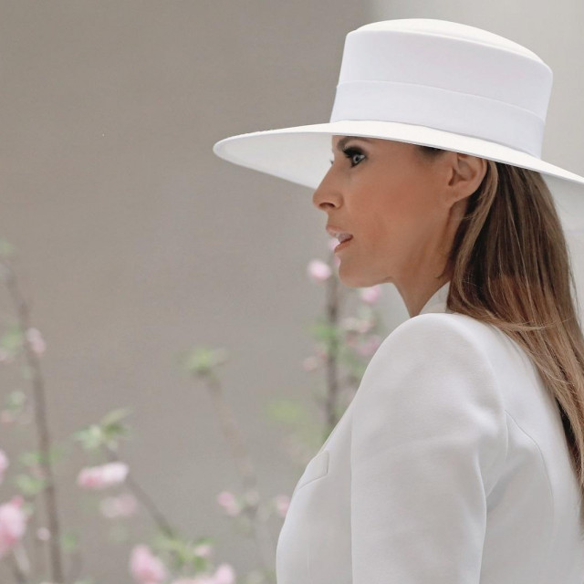 WASHINGTON, DC - April 24: First Lady Melania Trump tours the National Gallery of Art on April 24, 2018 in Washington, DC. President Donald Trump is hosting French President Emmanuel Macron for the first state visit of his presidency. (Photo by Aaron P. Bernstein/Getty Images)
