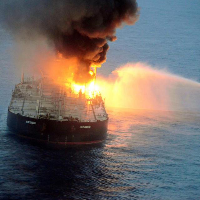 Požar na tankeru New Diamond