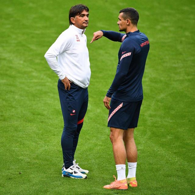 Zlatko Dalić i Dejan Lovren tijekom zadnjeg treninga Hrvatske u Parizu