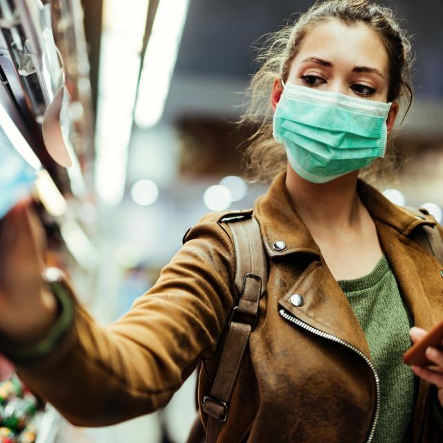 Dok su točni biološki mehanizmi djelovanja SARS-CoV-2 još nepoznati, nije jasno zašto neki oboljeli osjećaju tako dugotrajne posljedice bolesti