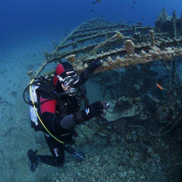Ronilac kod olupine broda<br />