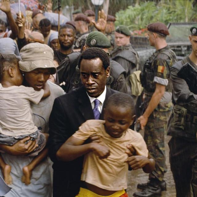 Prizor iz filma Hotel Ruanda