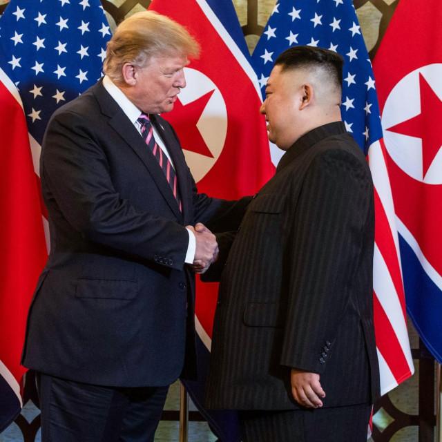 Donald Trump i Kim Jong-un prije sastanka u Hanoju