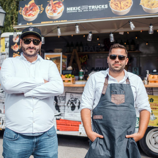 Zagreb, 030920.<br /> Zagreb burger festival na Strossmayerovom trgu.Na slici su braca Nekic.<br />