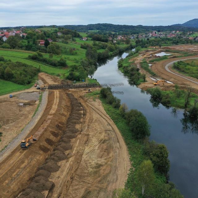 Izgradnja nasipa u karlovačkim naseljima Logorište i Mala Švarča