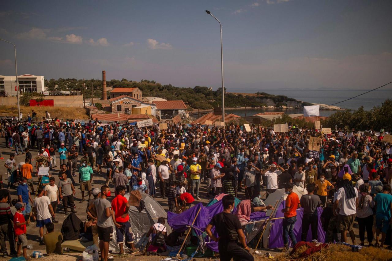 RASTE NERVOZA: Demonstracije migranata na Lezbosu, policija reagirala suzavcem