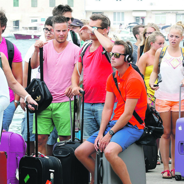 turisti_hvar