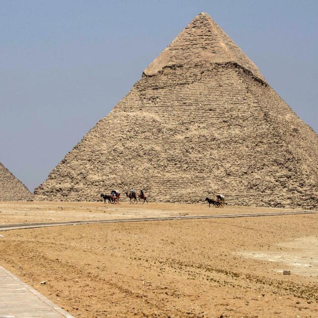 Keopsova i Kefrenova piramida kod Kaira