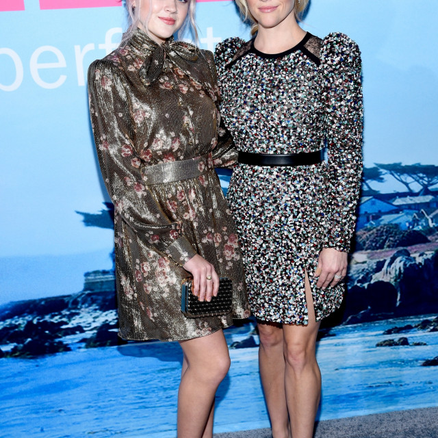 Ava Elizabeth Phillippe i Reese Witherspoon na premijeri prve sezone, 2017. godine