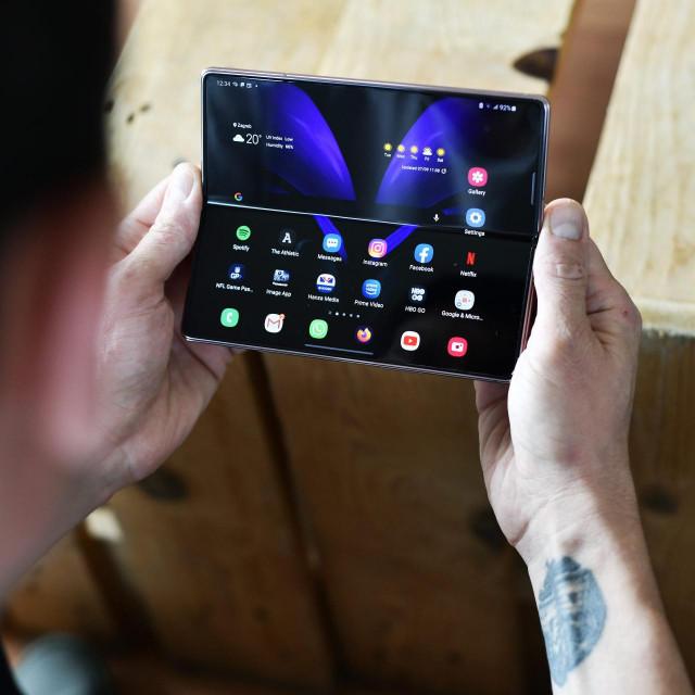 Zagreb, 070920.<br /> Mobitel Samsung Galaxy Z Fold2.<br />