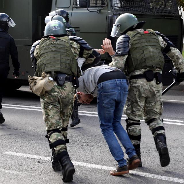 Hapšenje demonstranta u Minsku 13. rujna